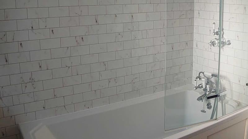 Dirty bathtub and wall